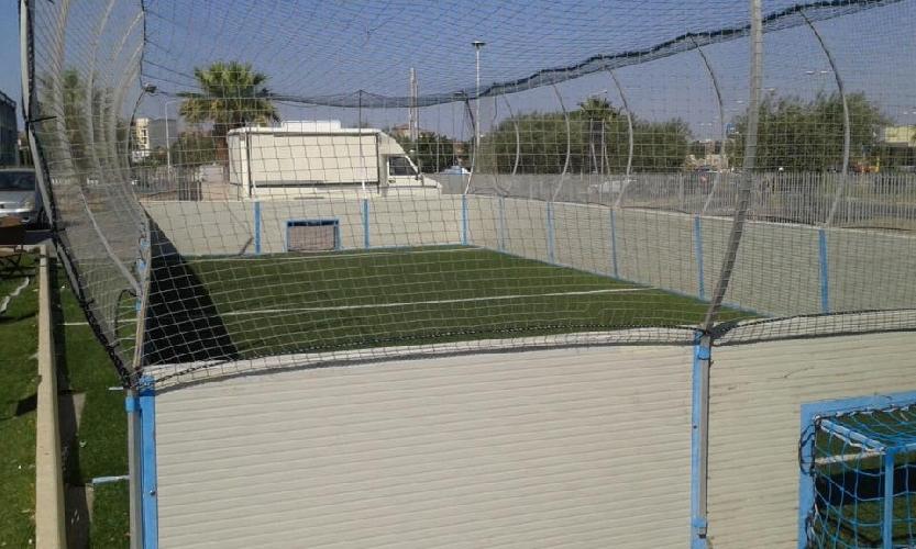 https://www.ragusanews.com//immagini_articoli/18-07-2015/a-piazza-malta-si-gioca-a-calcio-in-gabbia-500.jpg