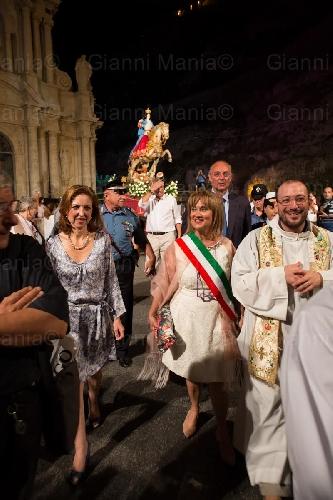 https://www.ragusanews.com//immagini_articoli/18-07-2015/la-festa-della-madonna-a-cavallo-e--costata-8-mila-euro-500.jpg