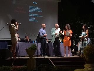 http://www.ragusanews.com//immagini_articoli/18-07-2017/chiaramonte-concorso-poesia-rosa-finalisti-240.jpg