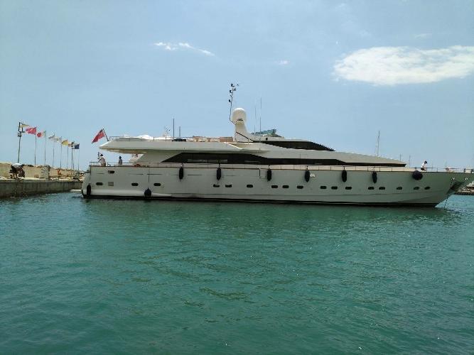 http://www.ragusanews.com//immagini_articoli/18-07-2017/motor-yacht-journey-marina-500.jpg
