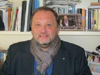 https://www.ragusanews.com//immagini_articoli/18-07-2018/pozzallo-presenta-giornalismi-francesco-pira-240.jpg