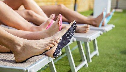 https://www.ragusanews.com//immagini_articoli/18-07-2018/suola-senza-scarpe-piedi-nudi-protetti-240.jpg