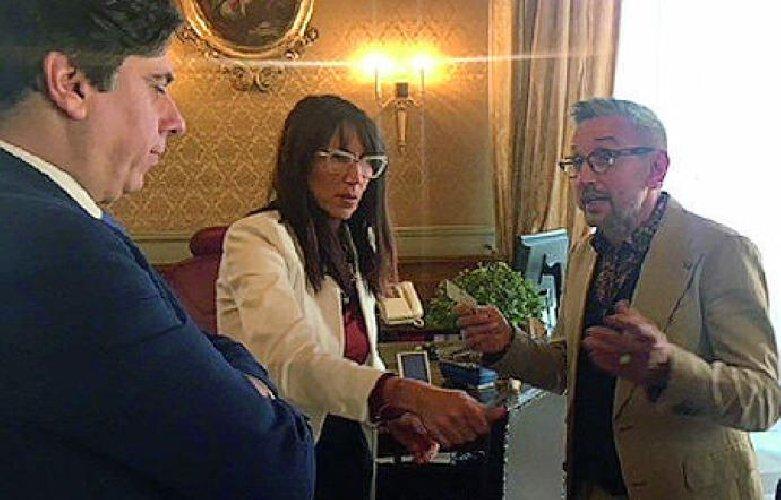 https://www.ragusanews.com//immagini_articoli/18-07-2019/bruno-barbieri-con-le-telecamere-di-4-hotel-a-catania-500.jpg