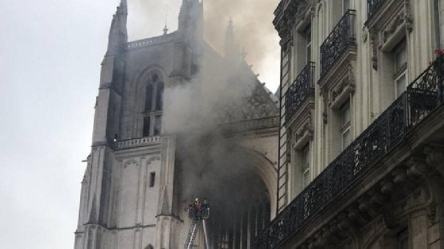 Incendio della cattedrale di Nantes, arrestato rifugiato del Ruanda