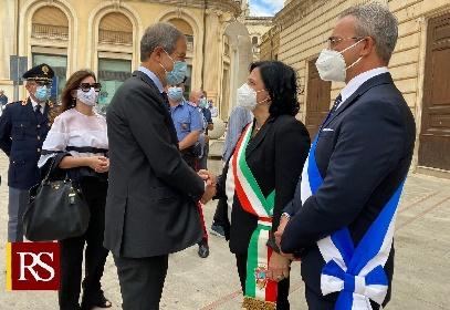 https://www.ragusanews.com//immagini_articoli/18-07-2021/1626639481-musumeci-a-comiso-per-il-restauro-della-cupola-dell-annunziata-1-280.jpg