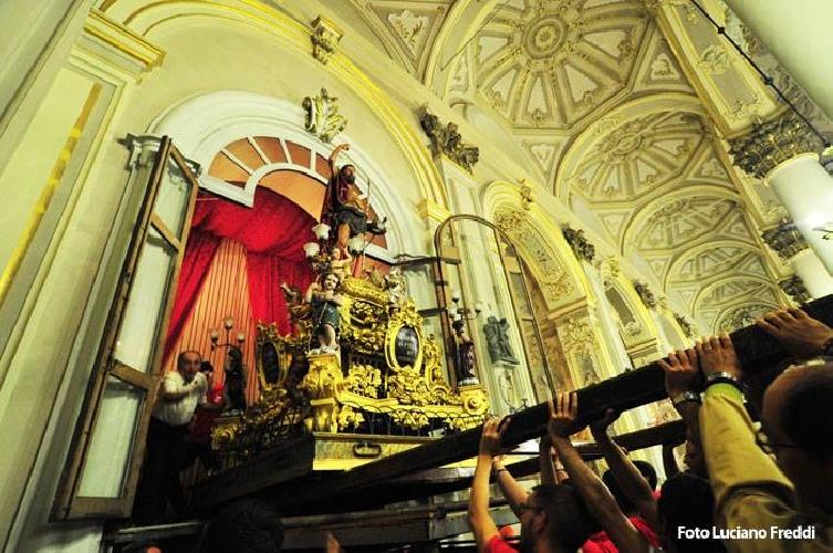 http://www.ragusanews.com//immagini_articoli/18-08-2014/san-giovanni-nel-segno-di-monsignor-tidona-500.jpg