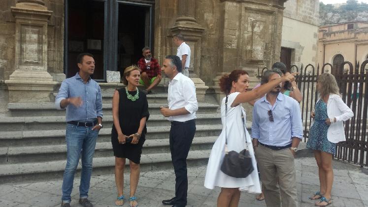 http://www.ragusanews.com//immagini_articoli/18-08-2016/il-ministro-lorenzin-in-visita-a-modica-420.jpg