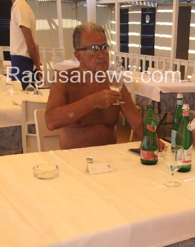 http://www.ragusanews.com//immagini_articoli/18-08-2017/occhiali-tecnici-nuotata-mare-romano-sciclitano-500.jpg