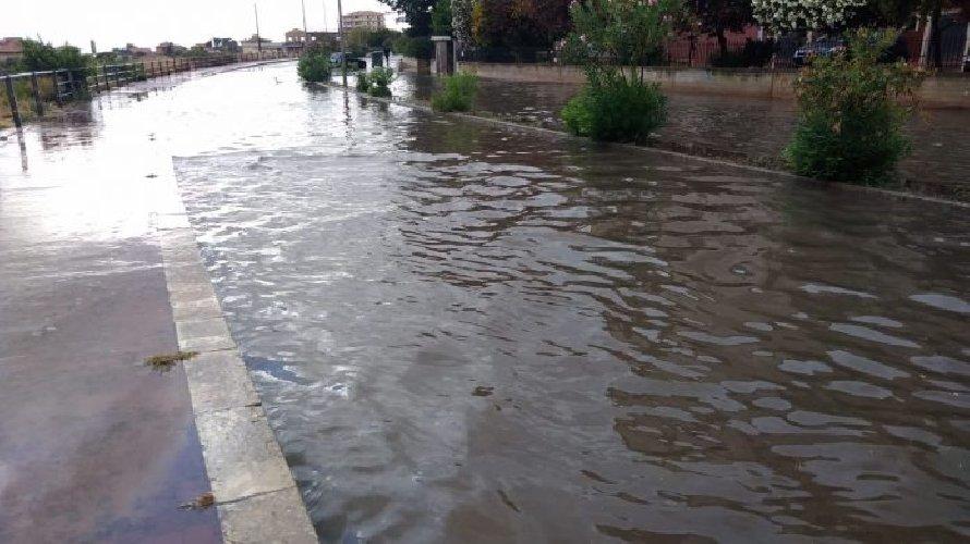 https://www.ragusanews.com//immagini_articoli/18-08-2018/agosto-piove-modica-sott-acqua-500.jpg