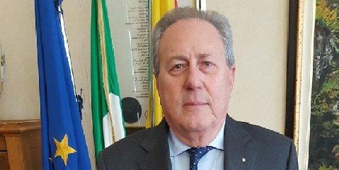 https://www.ragusanews.com//immagini_articoli/18-08-2018/fondi-insicem-provincia-ragusa-batta-colpo-240.jpg
