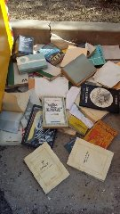 https://www.ragusanews.com//immagini_articoli/18-08-2018/libri-gettati-strada-gattopardo-vale-mille-euro-240.jpg