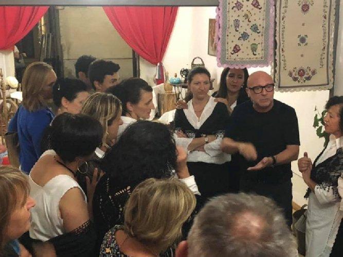 https://www.ragusanews.com//immagini_articoli/18-08-2019/domenico-dolce-e-a-polizzi-sua-citta-natale-500.jpg