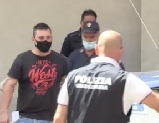 https://www.ragusanews.com//immagini_articoli/18-08-2020/rosolini-la-coppia-arrestata-per-l-omicidio-di-ivangiulio-240.jpg