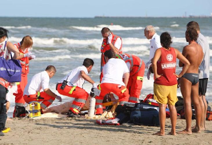 https://www.ragusanews.com//immagini_articoli/18-08-2021/e-un-tunisino-il-giovane-annegato-al-lido-anticaglie-500.jpg