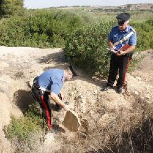 http://www.ragusanews.com//immagini_articoli/18-09-2015/lavori-abusivi-in-zona-archeologica-500.jpg