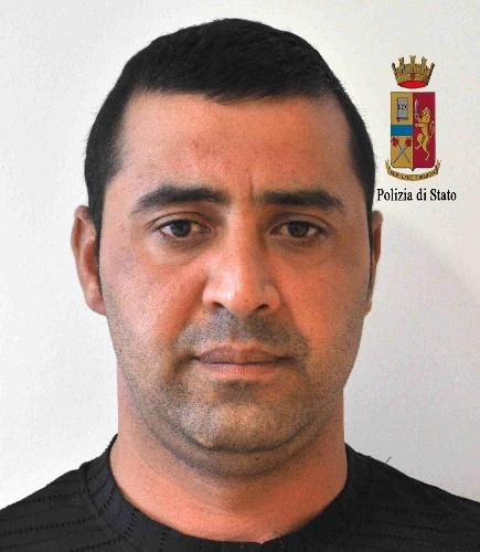 http://www.ragusanews.com//immagini_articoli/18-09-2015/rumeno-ai-domiciliari-ma-a-spasso-in-auto-500.jpg