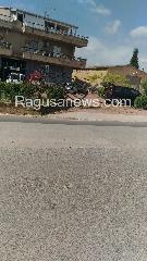 http://www.ragusanews.com//immagini_articoli/18-09-2017/incidente-comisochiaramonte-impatto-cancello-240.jpg
