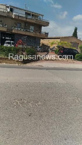 https://www.ragusanews.com//immagini_articoli/18-09-2017/incidente-comisochiaramonte-impatto-cancello-500.jpg