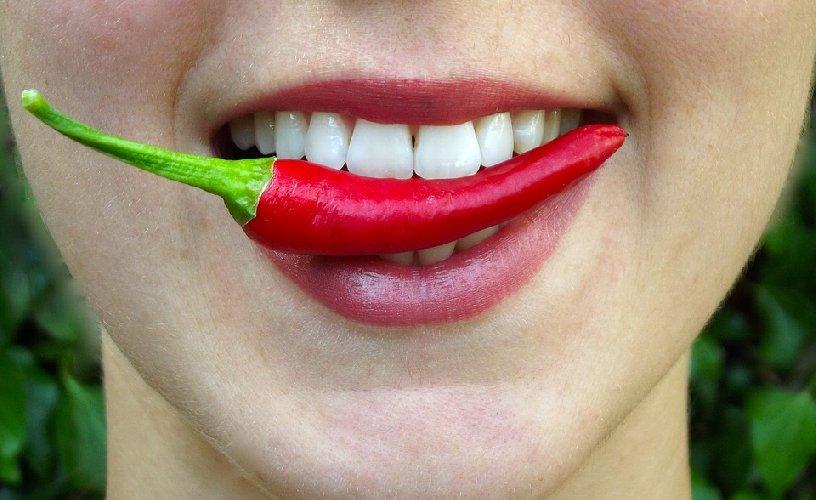 https://www.ragusanews.com//immagini_articoli/18-09-2019/dieta-e-nutrizione-mangiare-piccante-benefici-e-limiti-500.jpg