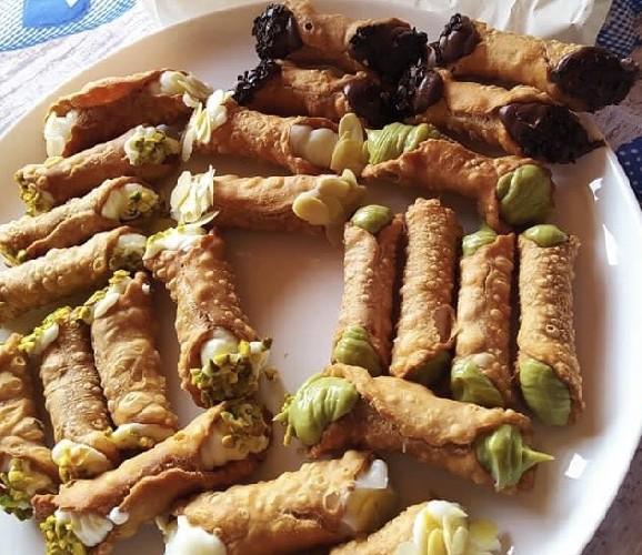 https://www.ragusanews.com//immagini_articoli/18-09-2020/1600449707-i-cannolicchi-una-novita-di-cannolia-direttamente-a-casa-tua-1-500.jpg