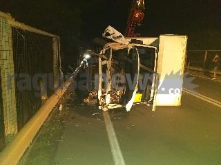 https://www.ragusanews.com//immagini_articoli/18-09-2020/1600467625-brutto-incidente-a-ragusa-camion-si-ribalta-1-240.jpg