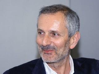 https://www.ragusanews.com//immagini_articoli/18-09-2020/carofiglio-a-ragusa-240.jpg