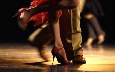 https://www.ragusanews.com//immagini_articoli/18-09-2020/lezioni-di-tango-argentino-240.jpg