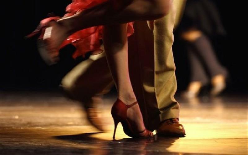 https://www.ragusanews.com//immagini_articoli/18-09-2020/lezioni-di-tango-argentino-500.jpg