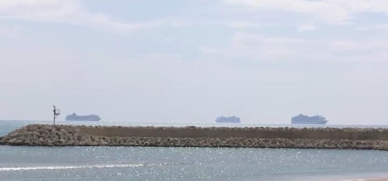 https://www.ragusanews.com//immagini_articoli/18-09-2020/tre-navi-da-crociera-in-rada-a-pozzallo-500.jpg