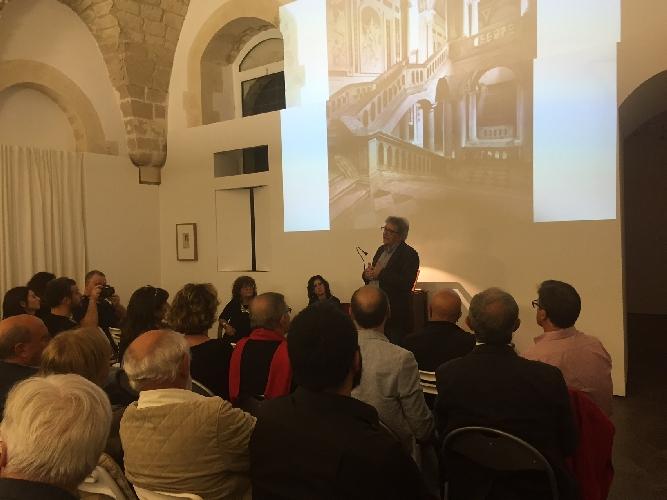 http://www.ragusanews.com//immagini_articoli/18-10-2015/maria-attanasio-presenta-alla-quam-il-libro-di-giuseppe-leone-500.jpg