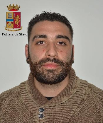 http://www.ragusanews.com//immagini_articoli/18-10-2016/aveva-rubato-in-procura-arrestato-luciano-saglibene-420.jpg