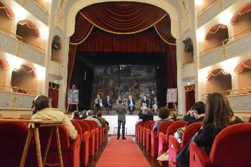 http://www.ragusanews.com//immagini_articoli/18-10-2017/presentata-stagione-teatro-garibaldi-240.jpg