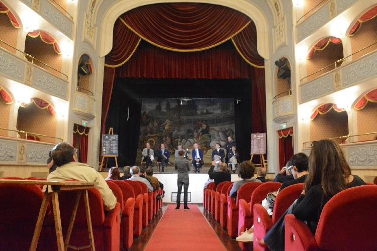 http://www.ragusanews.com//immagini_articoli/18-10-2017/presentata-stagione-teatro-garibaldi-500.jpg