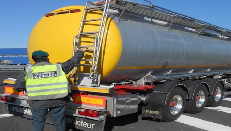 Traffico internazionale di gasolio Maxi operazione della Finanza