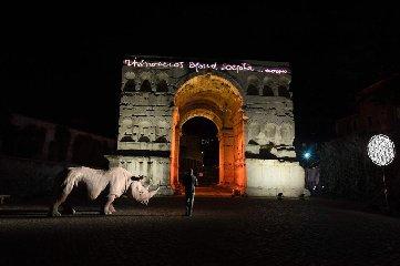 https://www.ragusanews.com//immagini_articoli/18-10-2018/1539849083-alda-fendi-apre-rhinoceros-cuore-roma-1-240.jpg