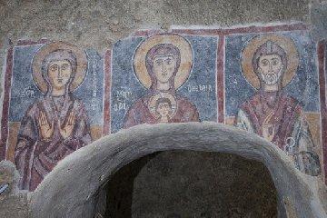 https://www.ragusanews.com//immagini_articoli/18-10-2018/apre-chiesa-rupestre-crocifisso-lentini-240.jpg
