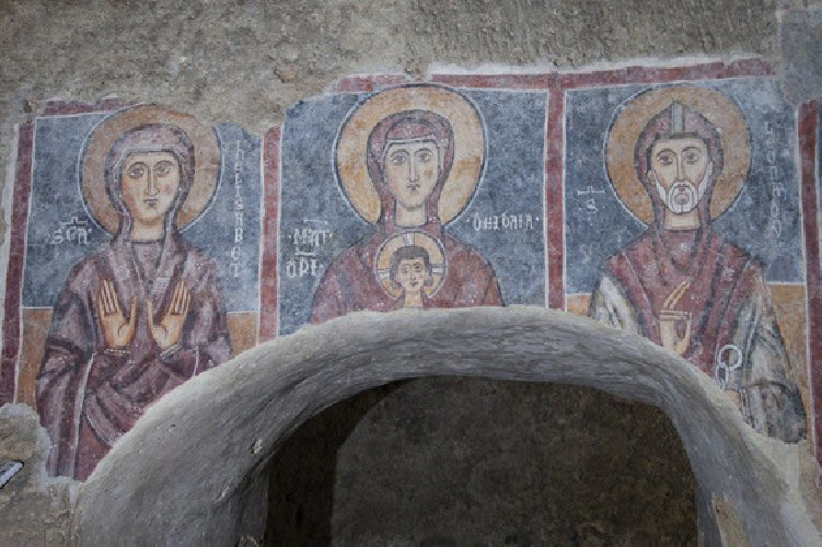 https://www.ragusanews.com//immagini_articoli/18-10-2018/apre-chiesa-rupestre-crocifisso-lentini-500.jpg