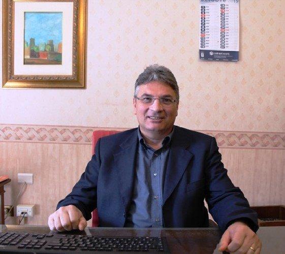 https://www.ragusanews.com//immagini_articoli/18-10-2018/dopo-scoop-gabanelli-abbate-rimuove-segretario-comunale-500.jpg