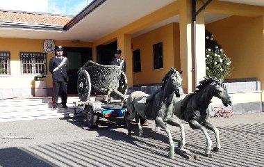https://www.ragusanews.com//immagini_articoli/18-10-2019/archeologia-ritrovata-la-biga-di-morgantina-17-arresti-240.jpg