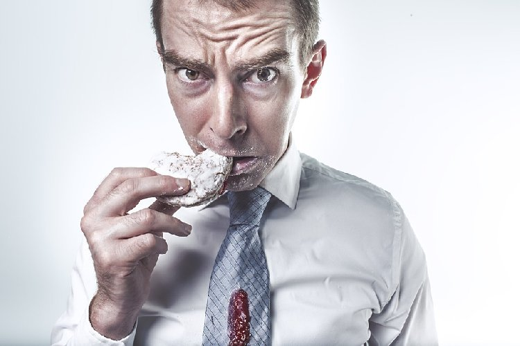 https://www.ragusanews.com//immagini_articoli/18-10-2019/attacchi-di-fame-resistere-per-non-compromettere-la-dieta-500.jpg