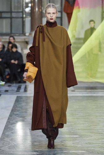 https://www.ragusanews.com//immagini_articoli/18-10-2020/1603005668-cappotti-autunno-inverno-2020-2021-i-modelli-di-tendenza-2-500.jpg