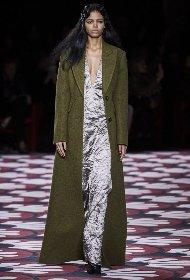 https://www.ragusanews.com//immagini_articoli/18-10-2020/1603005748-cappotti-autunno-inverno-2020-2021-i-modelli-di-tendenza-3-280.jpg