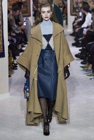 https://www.ragusanews.com//immagini_articoli/18-10-2020/1603005813-cappotti-autunno-inverno-2020-2021-i-modelli-di-tendenza-4-280.jpg