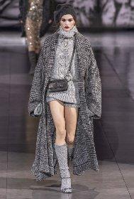 https://www.ragusanews.com//immagini_articoli/18-10-2020/1603005959-cappotti-autunno-inverno-2020-2021-i-modelli-di-tendenza-6-280.jpg