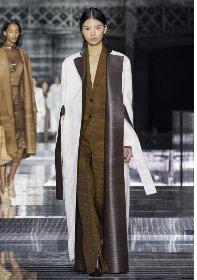https://www.ragusanews.com//immagini_articoli/18-10-2020/1603006516-cappotti-autunno-inverno-2020-2021-i-modelli-di-tendenza-7-280.jpg
