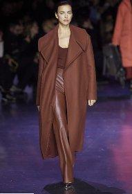 https://www.ragusanews.com//immagini_articoli/18-10-2020/1603006740-cappotti-autunno-inverno-2020-2021-i-modelli-di-tendenza-8-280.jpg