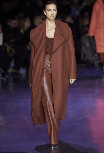 https://www.ragusanews.com//immagini_articoli/18-10-2020/1603006740-cappotti-autunno-inverno-2020-2021-i-modelli-di-tendenza-8-500.jpg
