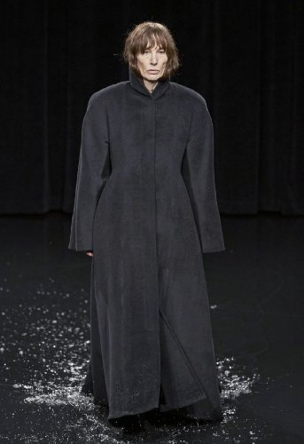https://www.ragusanews.com//immagini_articoli/18-10-2020/1603006972-cappotti-autunno-inverno-2020-2021-i-modelli-di-tendenza-10-500.jpg