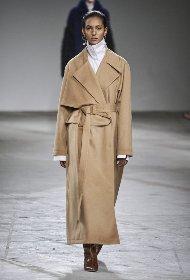https://www.ragusanews.com//immagini_articoli/18-10-2020/1603007031-cappotti-autunno-inverno-2020-2021-i-modelli-di-tendenza-11-280.jpg