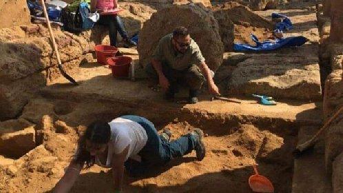 https://www.ragusanews.com//immagini_articoli/18-10-2020/archeologia-reperti-su-santuario-e-tempio-scoperti-ad-agrigento-280.jpg